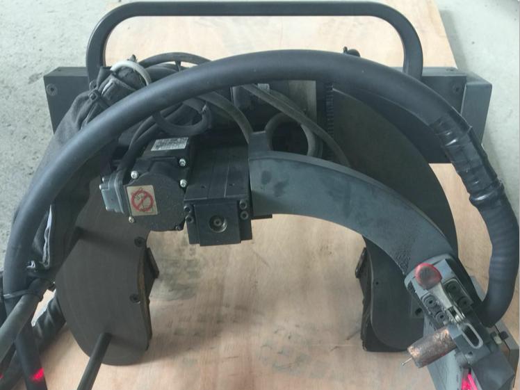 管道自动焊接机器人的工作原理