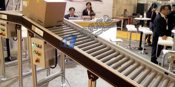 这些都是工业铝型材搭建的框架