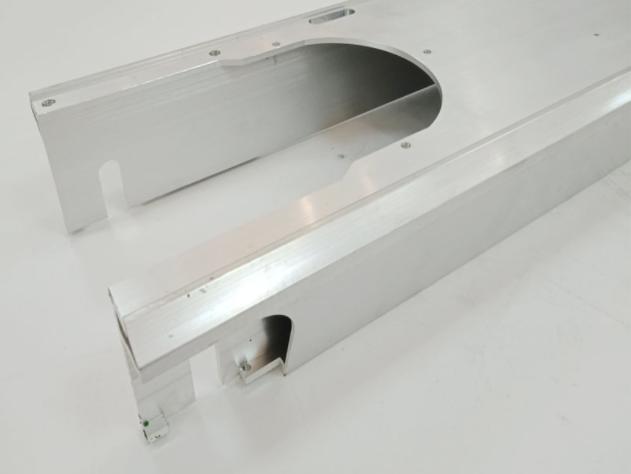 铝型材铣槽,打孔,攻丝等深加工处理厂家