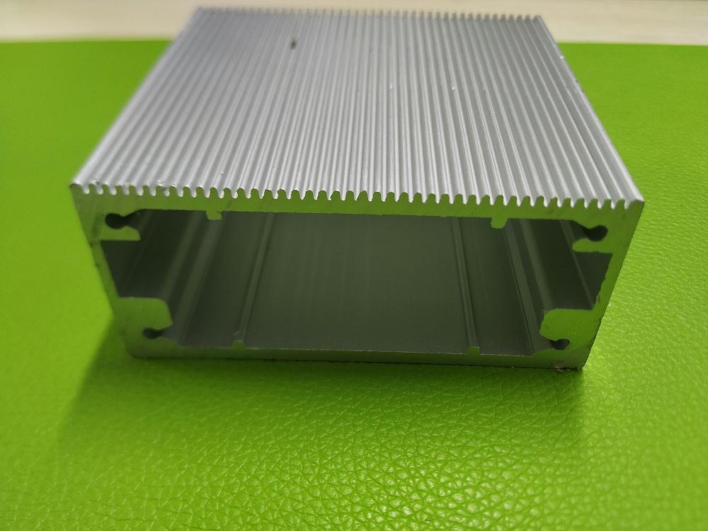 矩形散热机壳铝型材厂家开模定制