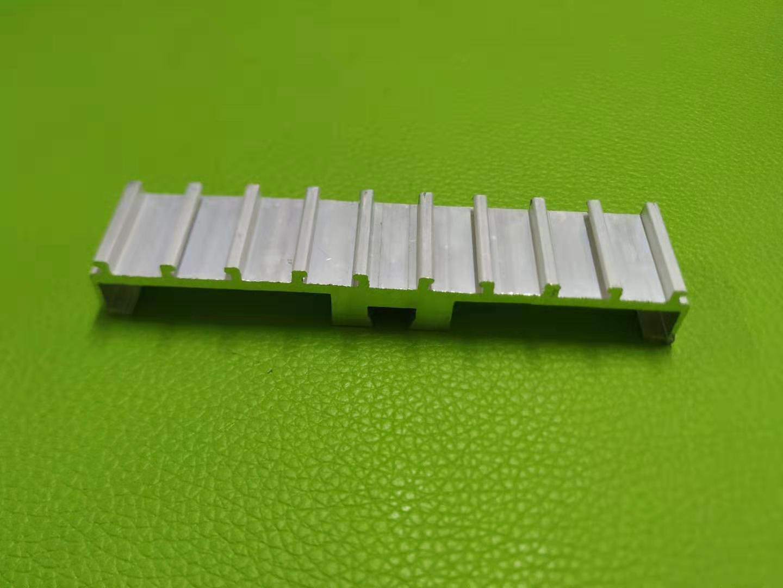 散热面板铝型材开模定制/深加工厂家
